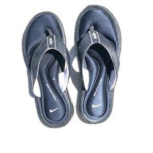 Nike comfort bed flip flops, black size 7